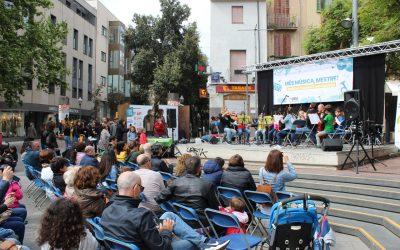 El CEM omple de música la Plaça Vella
